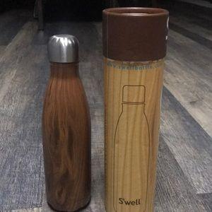 Swell Water Bottle. New in box Teakwood 17 OZ